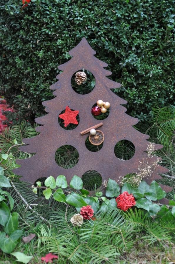 Weihnachtsbaum Edelrost mit Kugellöcher
